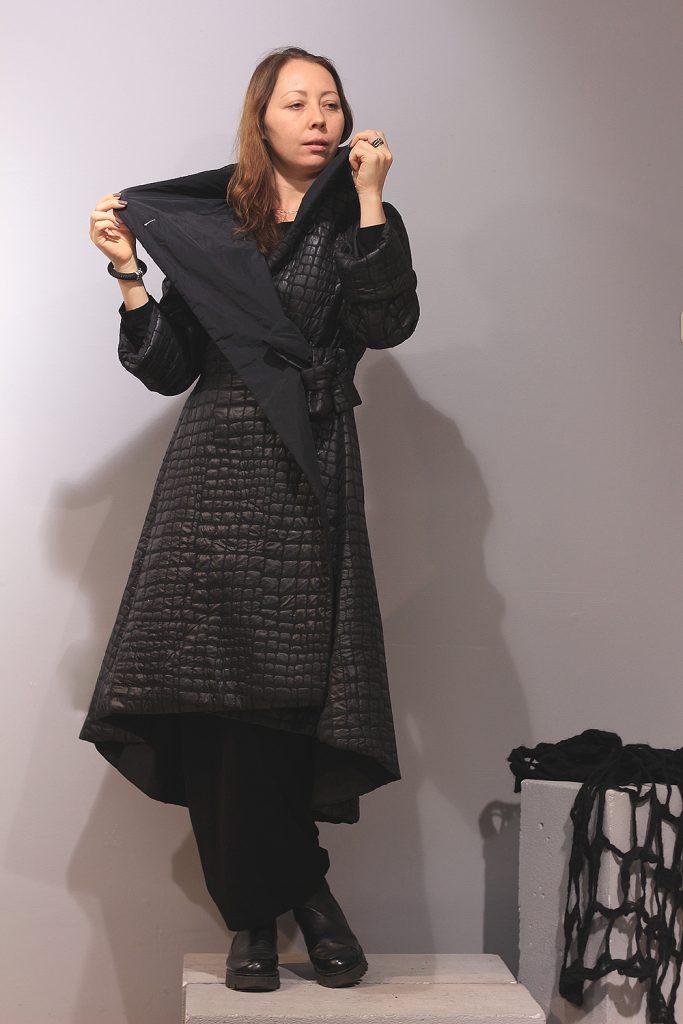 Черное пальто от Xenia Design