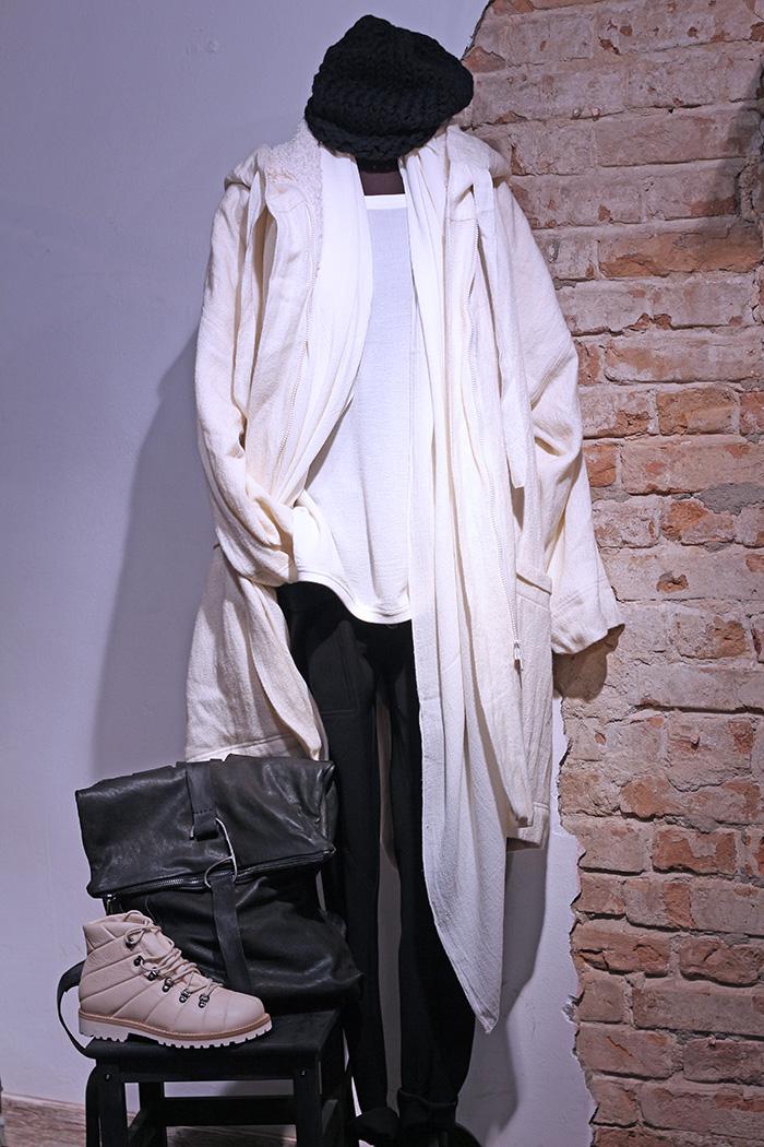 Топ, пальто и брюки SORAYA AZIZI в Чöрной икре